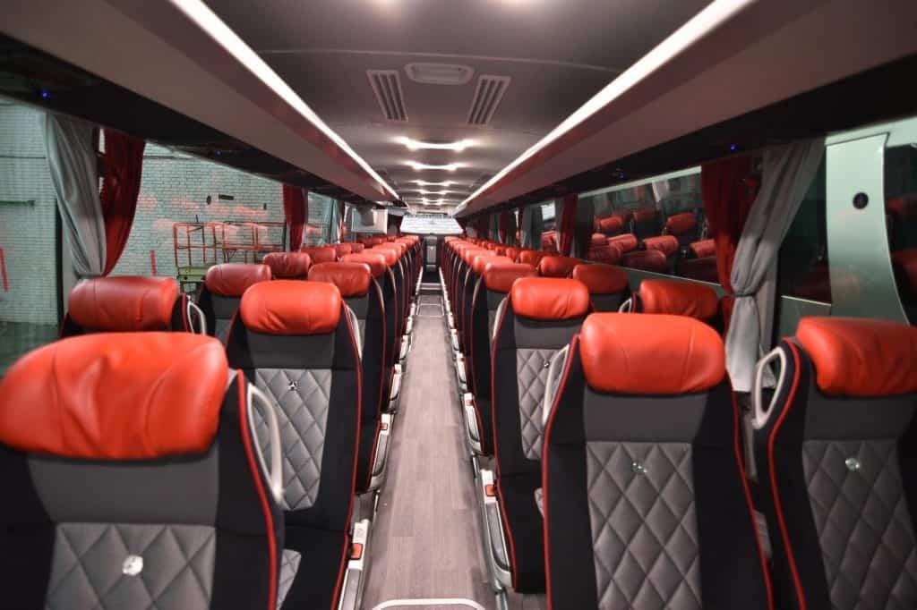 בתוך האוטובוס